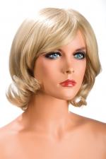 Perruque Victoria blonde : Perruque blonde aux cheveux mi-longs ayants un aspect naturel. Elle à une jolie mèche à l'avant.
